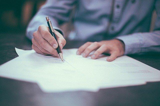 Dokumenty konieczne przy sprzedaży mieszkania z rynku wtórnego – lista