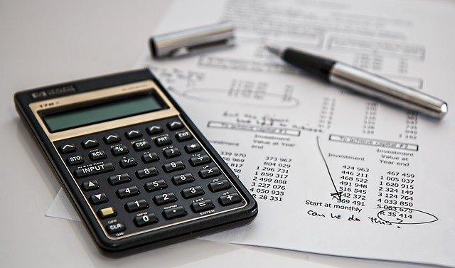 Jakie opłaty wiążą się z zakupem mieszkania?